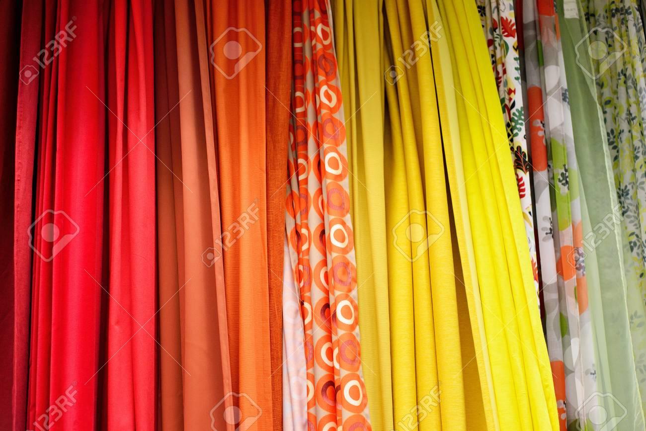 Immagini stock unampia varietà di tessuti per tende colorati