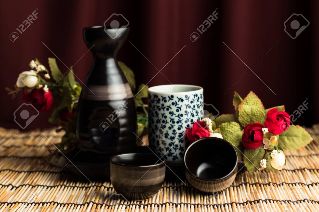 563fa4ddeda63e Banque d'images - La vie toujours avec style Japan Cup sur le tapis en  bambou
