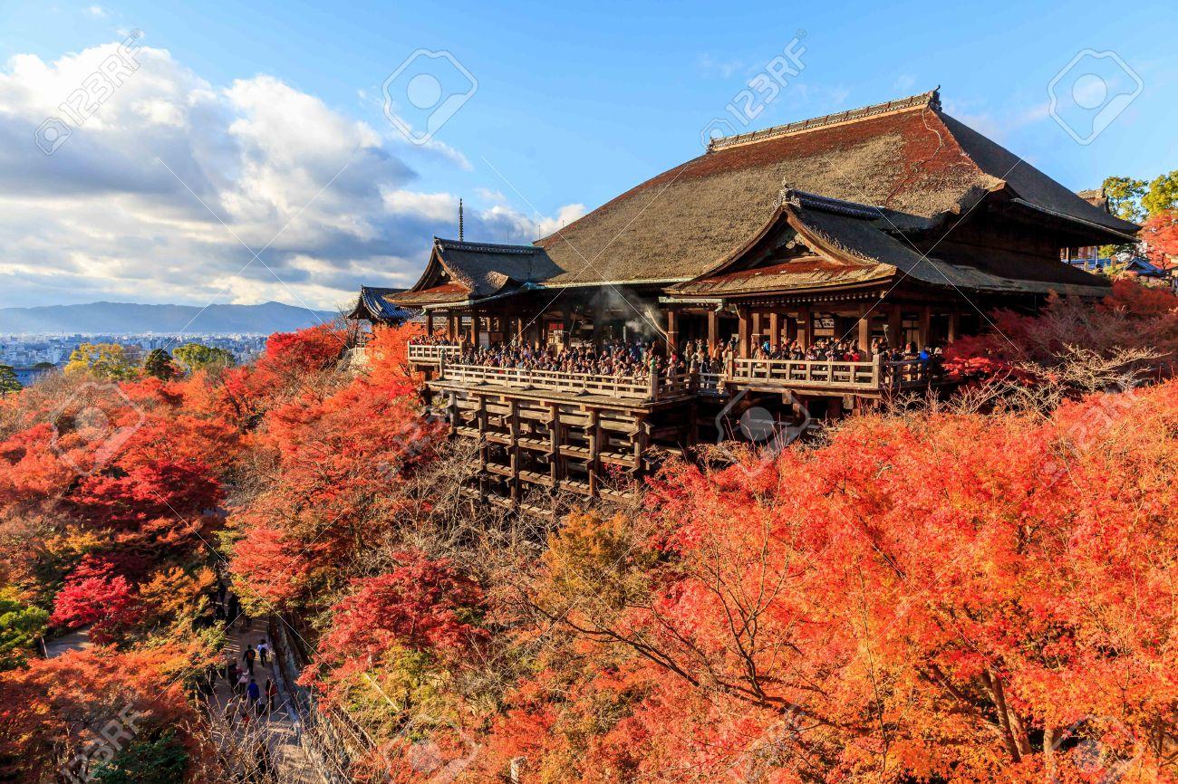 清水寺、京都、日本、寺院は古代京都の歴史的建造物の一部です。