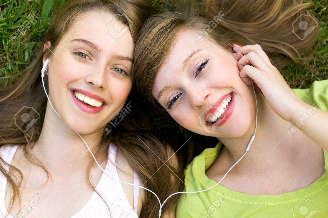 Girls with mp3 player Stock Photo - 7563092