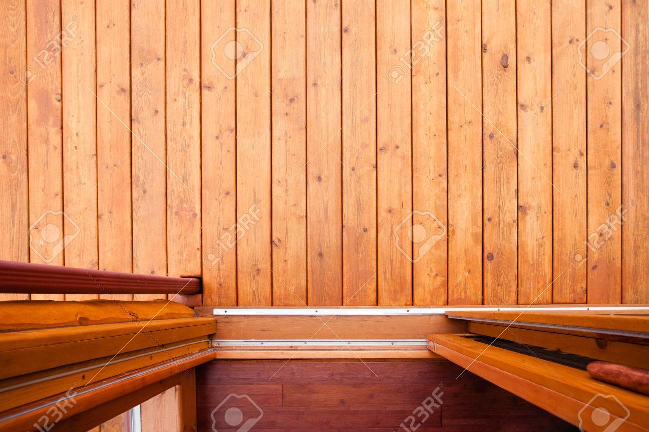 schiebetür offene tür auf holzdeck oder veranda direkt von oben mit