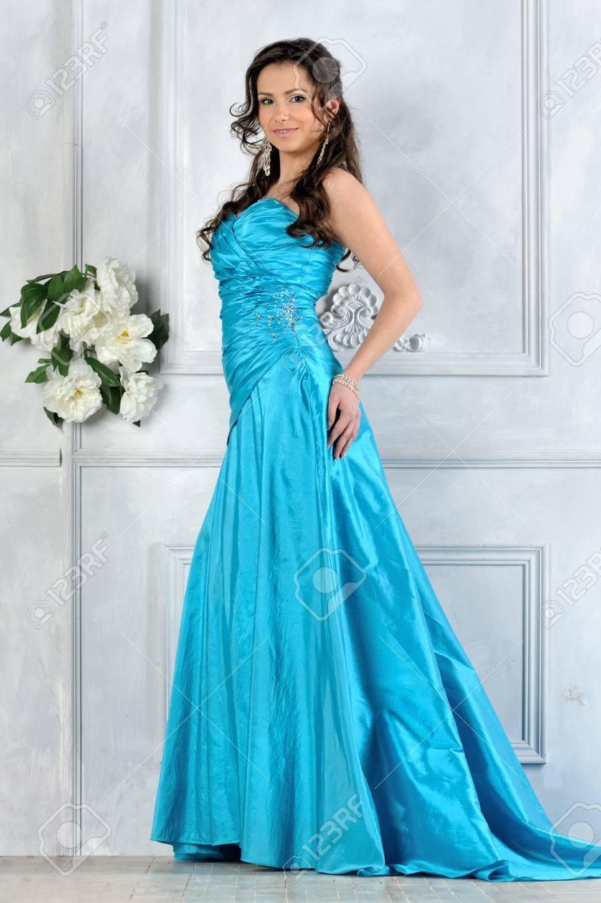 Фото девушки в вечерном платье