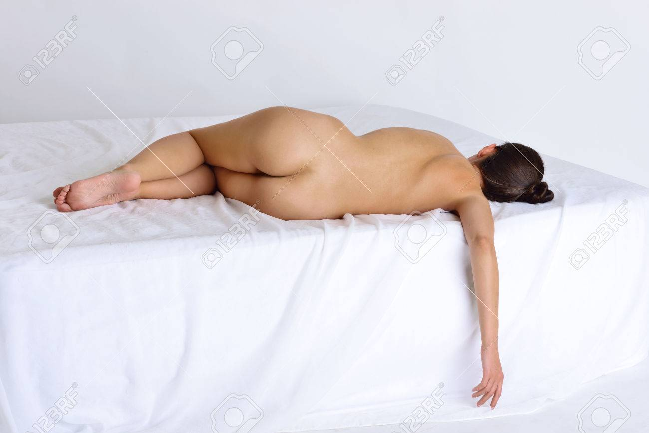 sexy frau nackt im bett