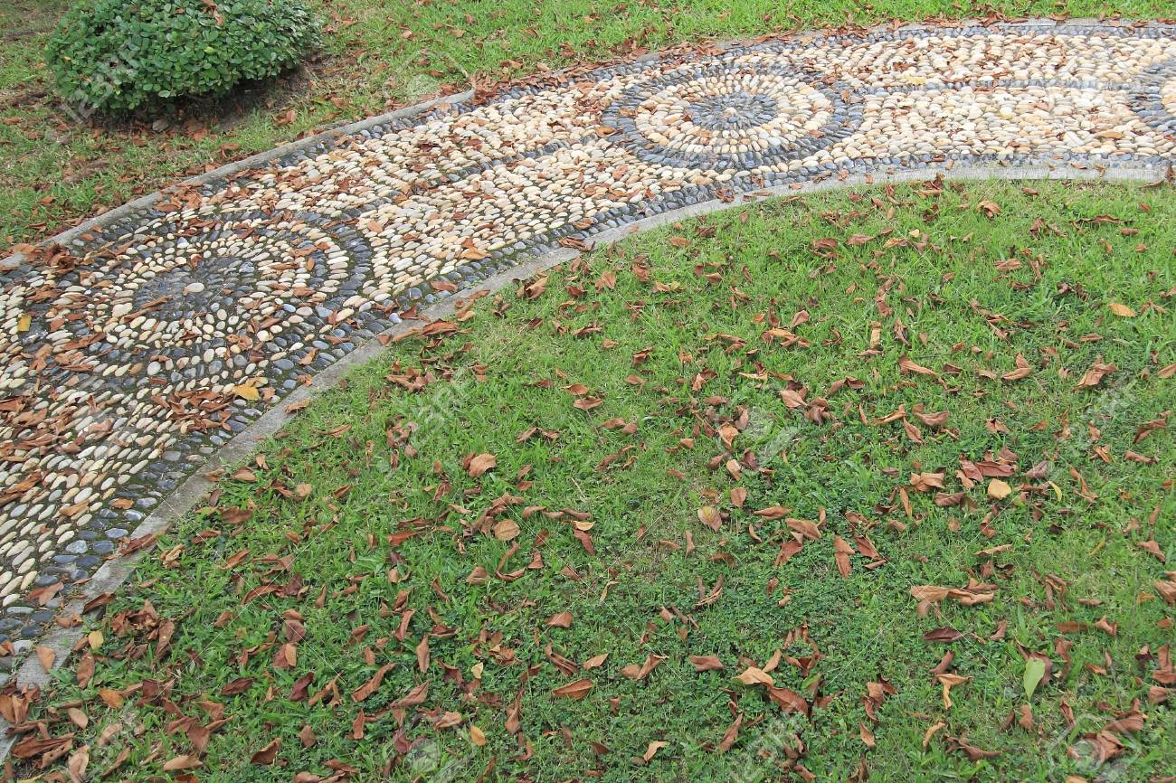 Texture De Cheminee En Pierre De Massage Dans Le Jardin D Automne