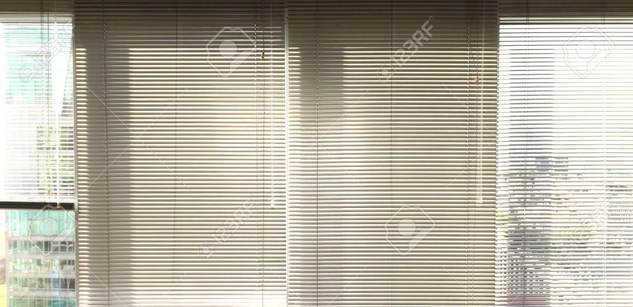 Fenster Grau Metallic Jalusie Behänge Hintergrund Büro Lizenzfreie