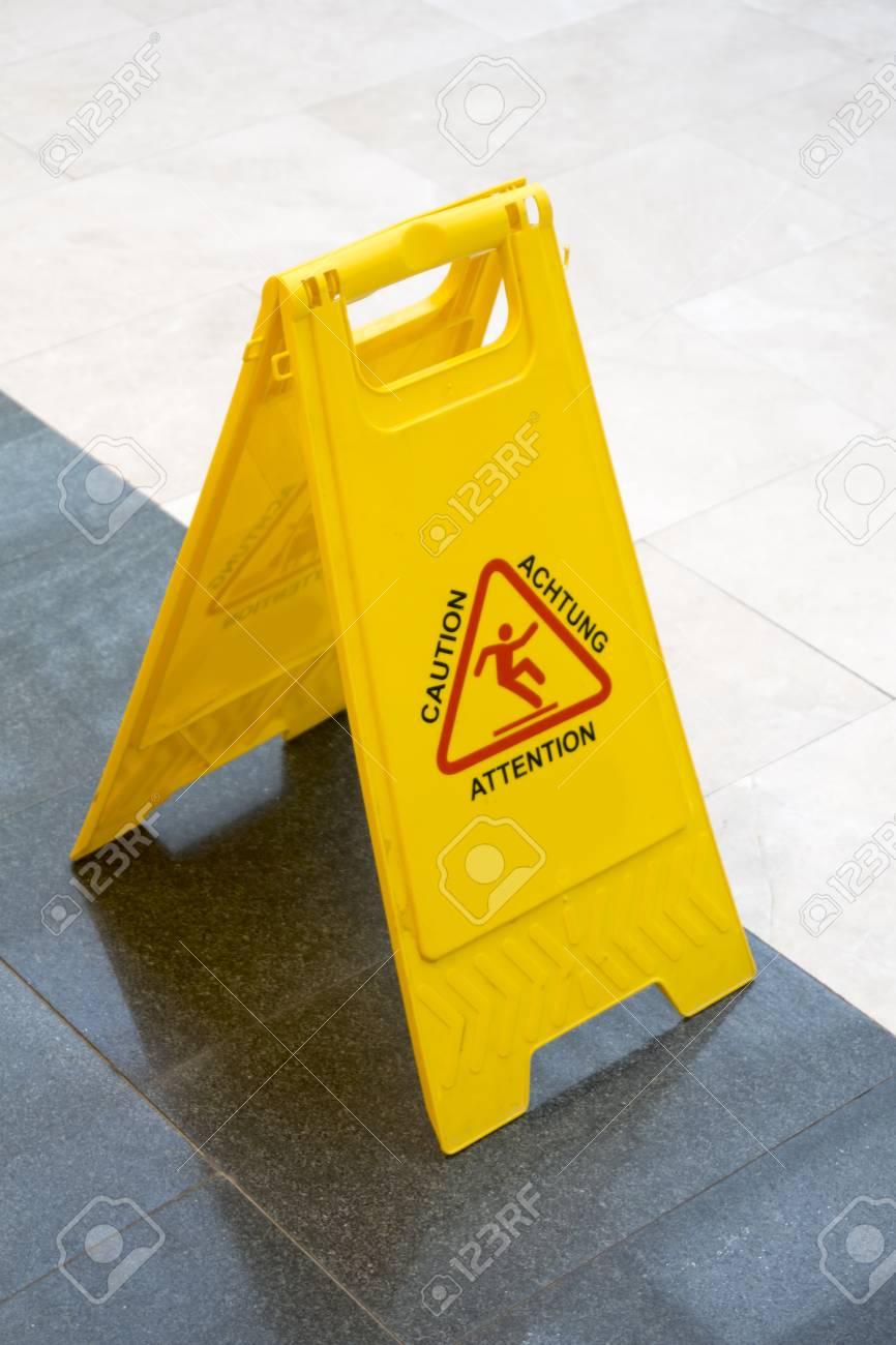 Resultado de imagen de peligro suelo mojado