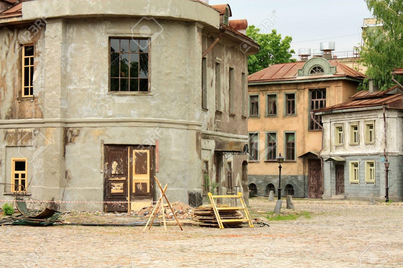 ロシア映画スタジオ モスフィルムの空いている領域をシーンの ...