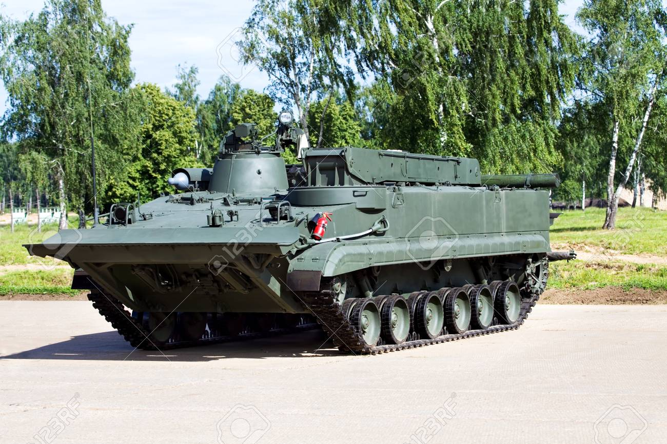 クレーンとウインチ装甲回収車 の写真素材・画像素材 Image 32994961.
