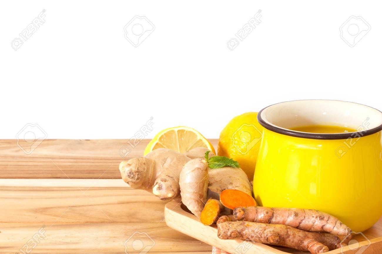 Eine Tasse Kurkuma Tee Mit Zitrone Und Ingwer Vorteile Fur