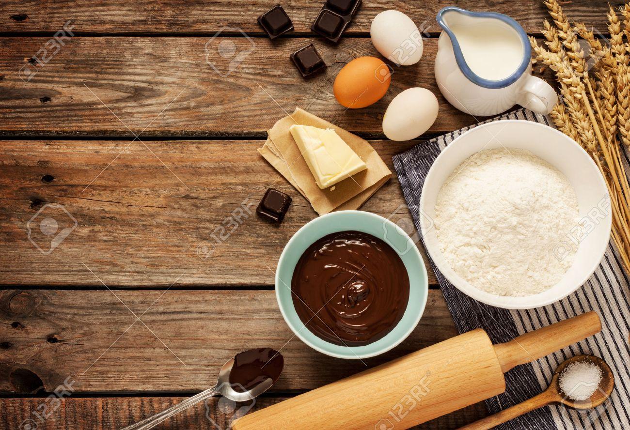 Baking Chocolate Cake In Ländlichen Oder Rustikale Küche ...
