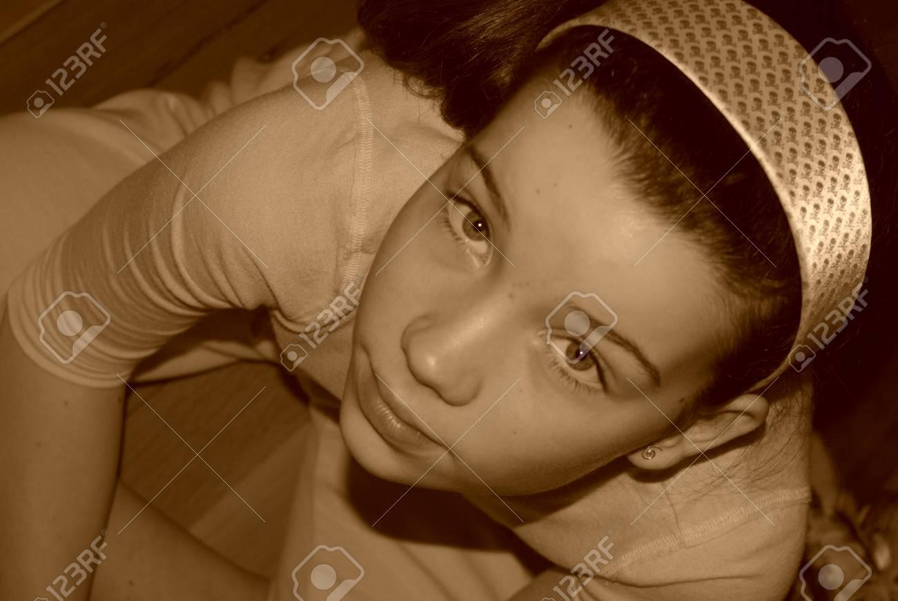 young girl looking upward Stock Photo - 1193064