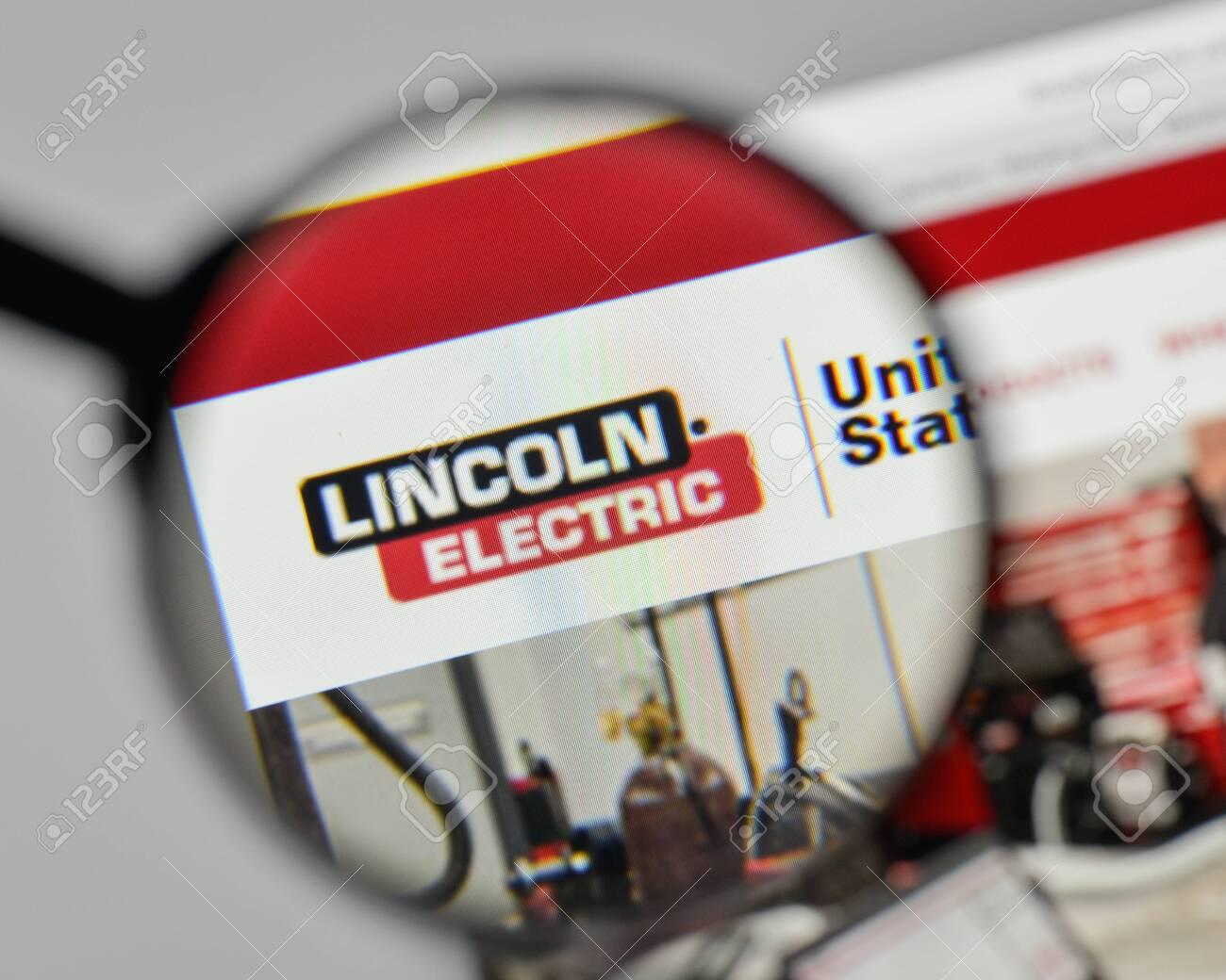 Milan Italia 1 De Noviembre De 2017 Logotipo De Lincoln Electric Holdings En La Pagina Web Fotos Retratos Imagenes Y Fotografia De Archivo Libres De Derecho Image 93104771