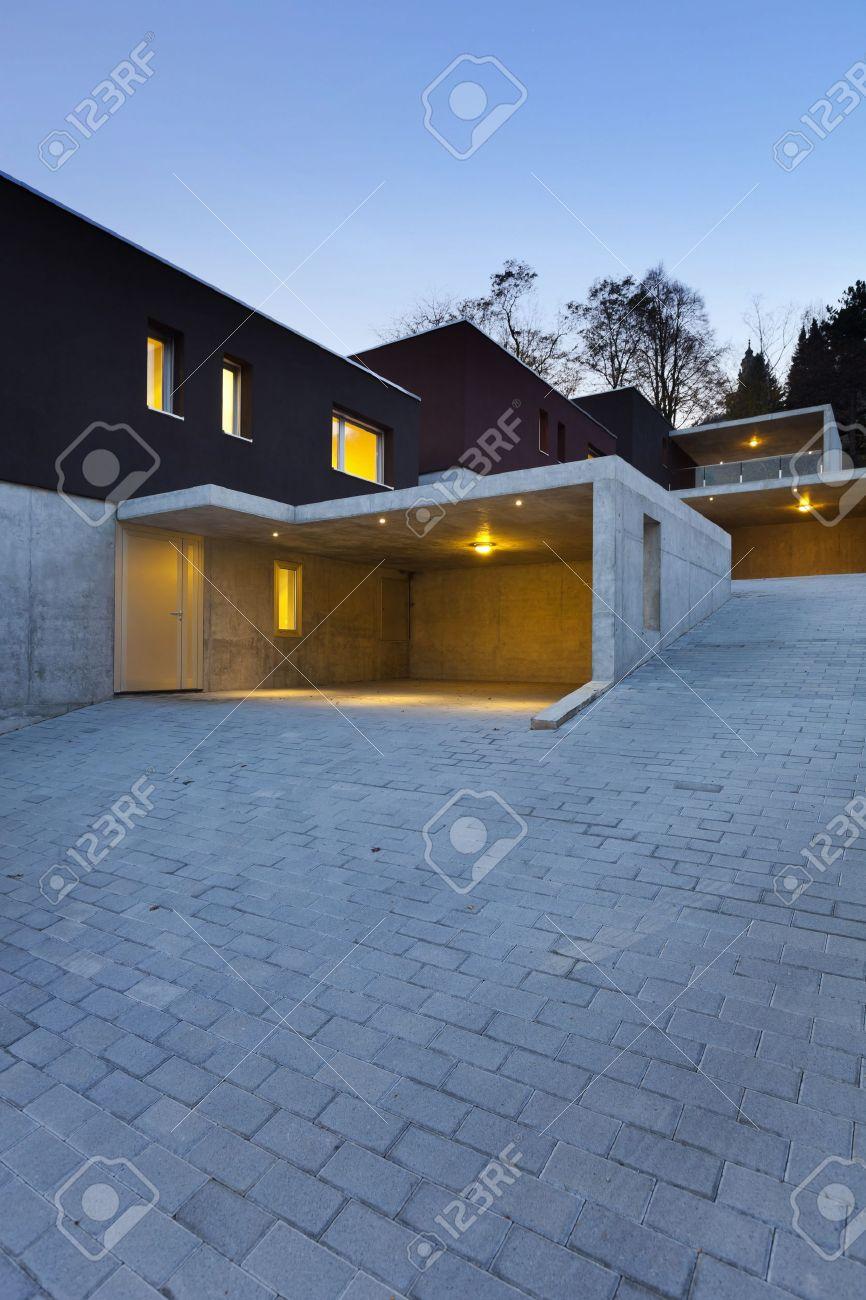 Angesichts Der Schönen Modernen Häusern, Im Freien Bei Nacht ...