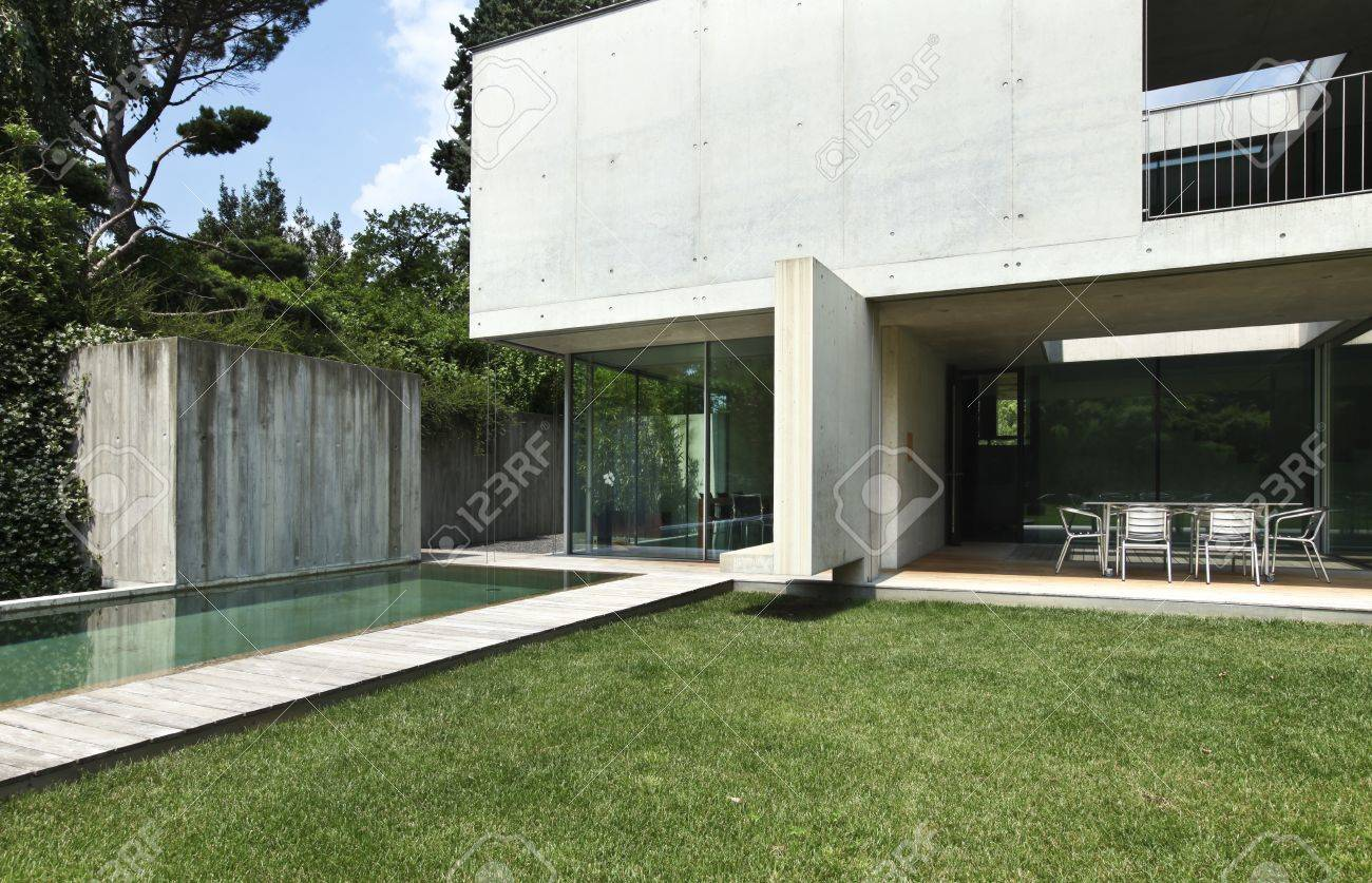 Exterior, Modern House With Pool Stock Photo, Picture And Royalty ...