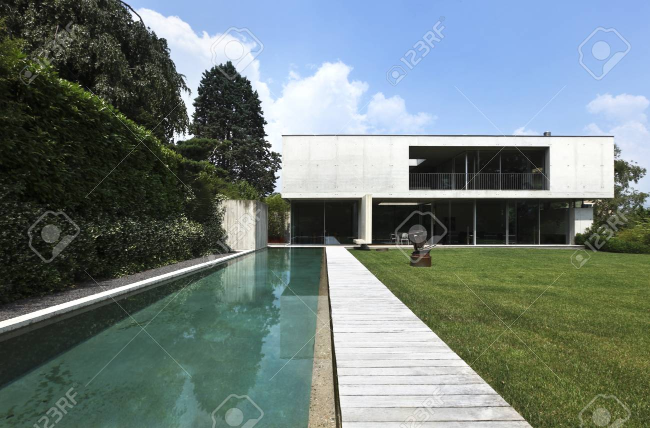 exterior, modern house and beauty pool Stock Photo - 21018650