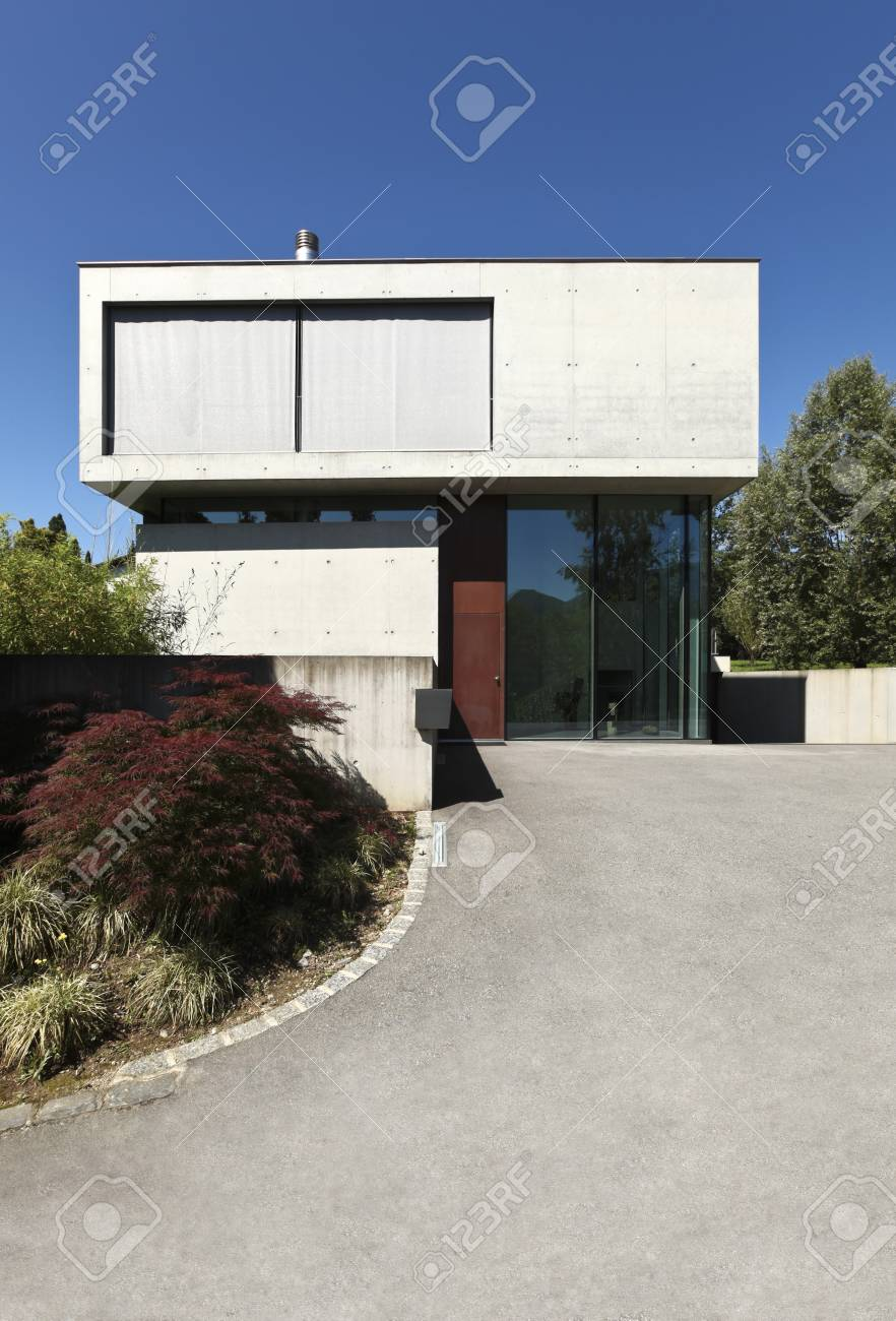 entrance of a modern house in beton Stock Photo - 21018692
