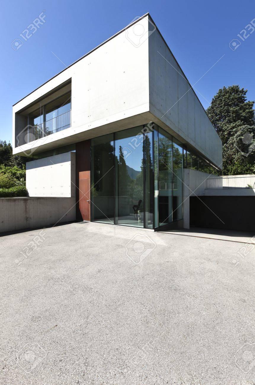 Entrée D\'une Maison Moderne En Beton Banque D\'Images Et Photos ...