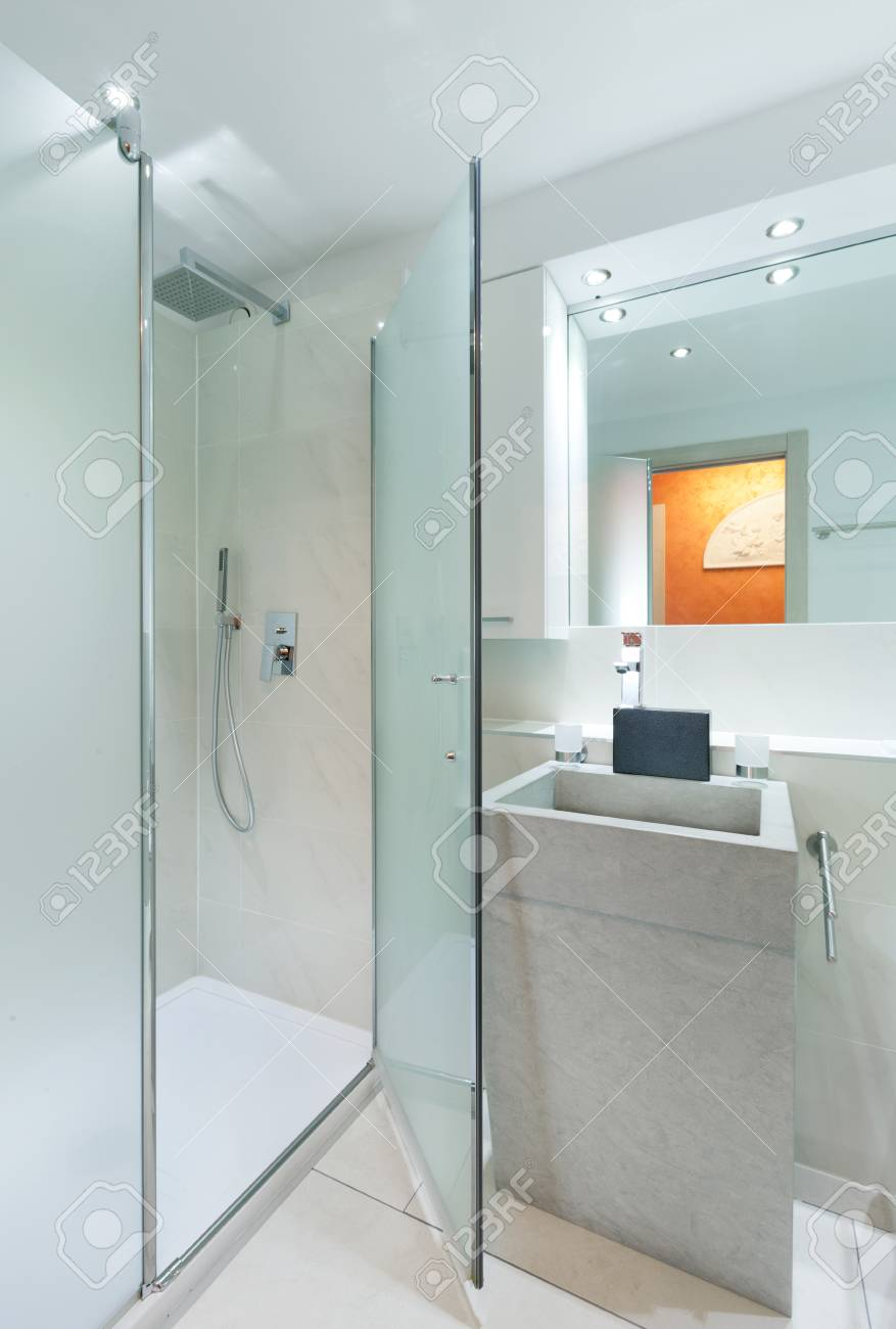 bathroom with mirror Stock Photo - 22805763