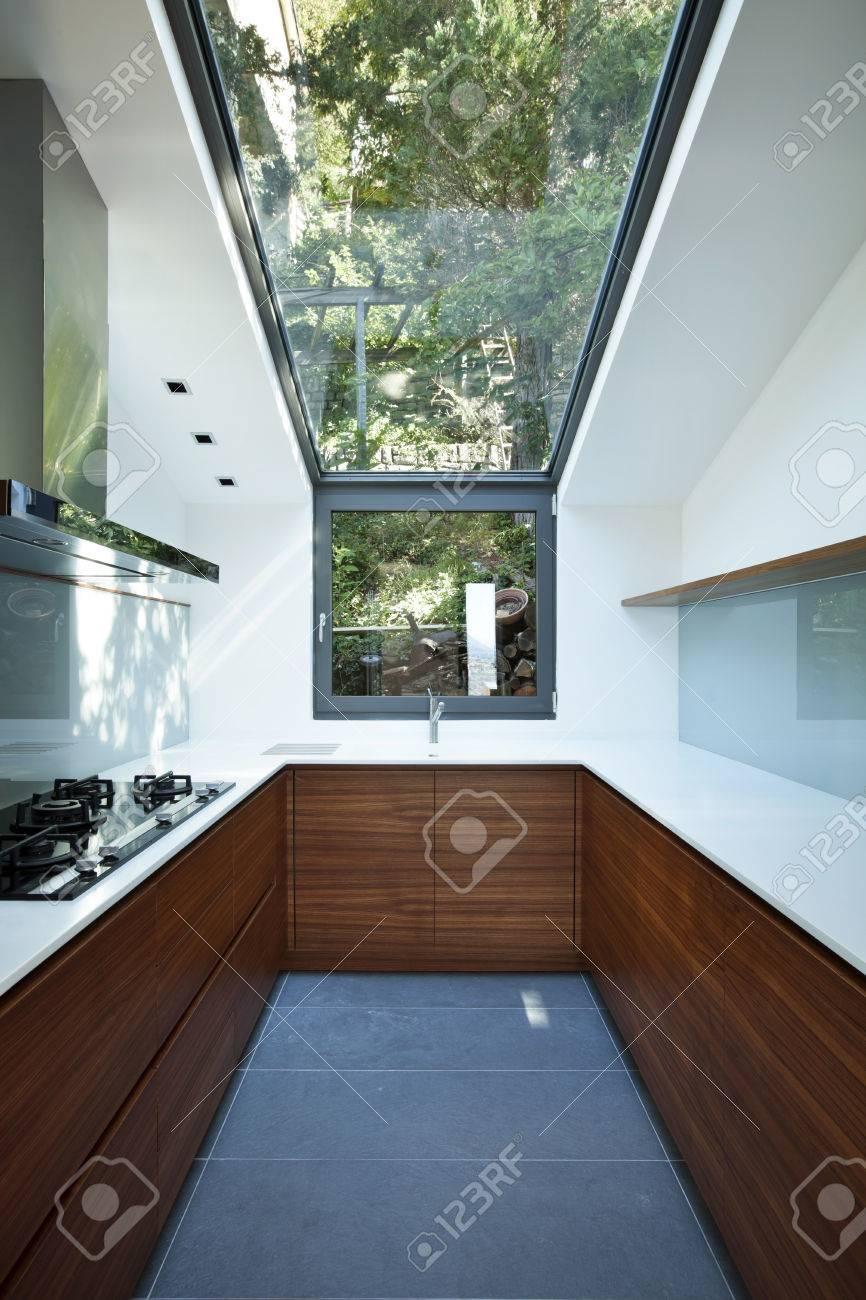 Moderne Appartement Vide Cuisine Avec Fenêtre Panoramique Banque D
