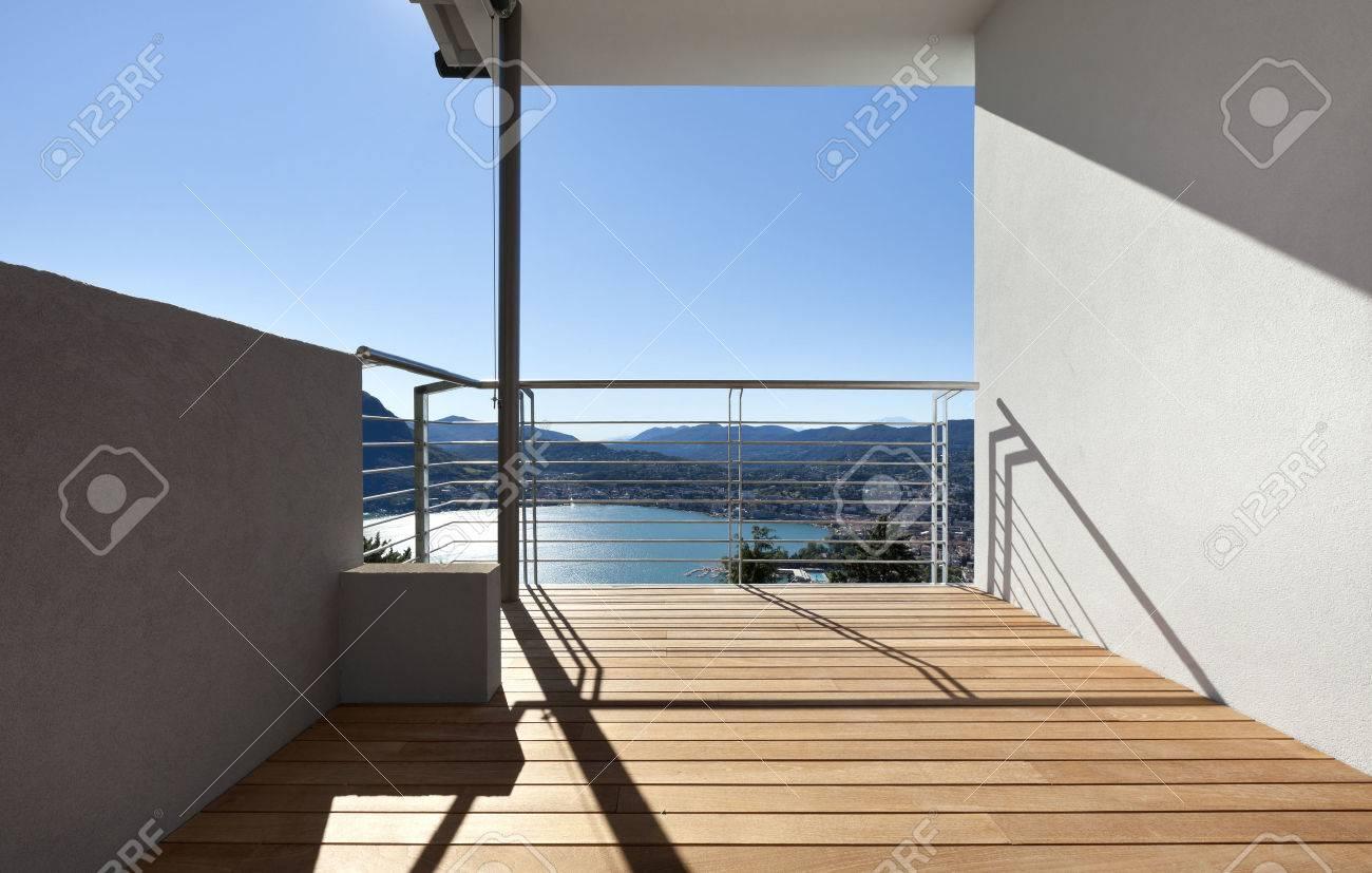moderne wohnung, balkon, see-panoramablick lizenzfreie fotos, Innenarchitektur ideen