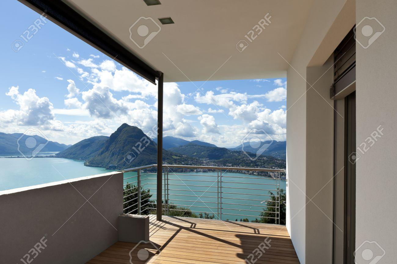 Moderne Wohnung, Balkon Mit Blick uf Den See Lizenzfreie Fotos ... size: 1300 x 866 post ID: 6 File size: 0 B