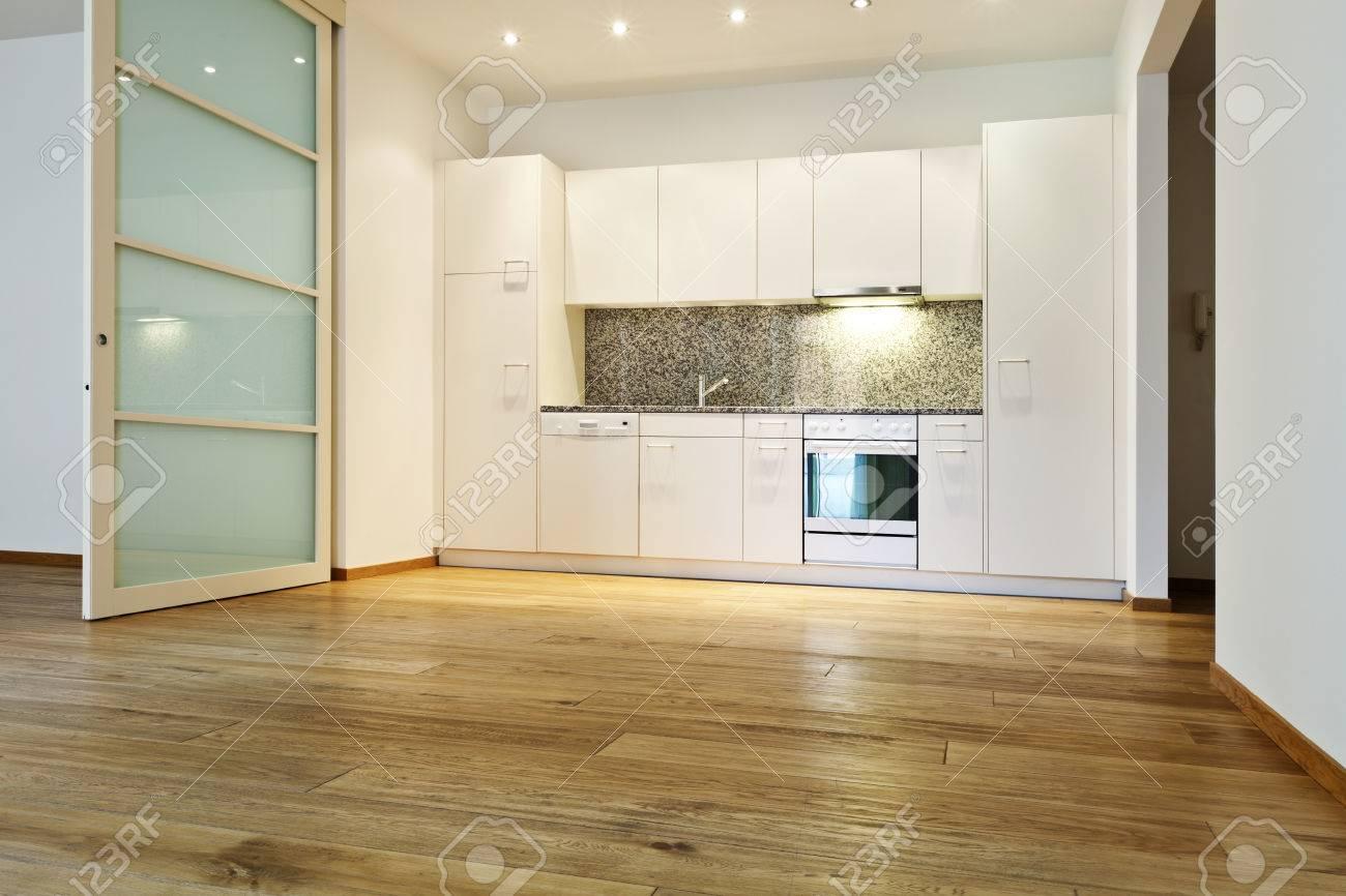 Innen Leeres Haus Mit Holzboden Küche Ansicht Lizenzfreie Fotos . Holzboden  In Der Küche ...