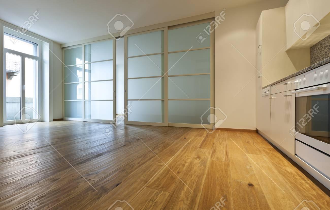 Innen Leeren Haus Mit Holzboden, Küche Lizenzfreie Fotos, Bilder Und ...
