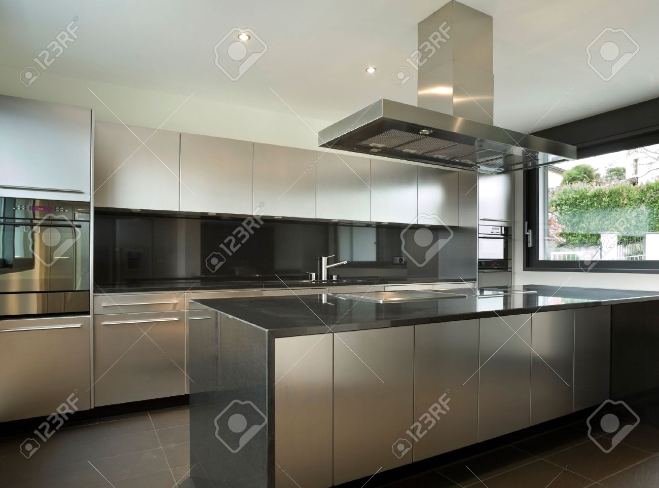 Interieur Maison Modern : Interior modern house kitchen stock photo picture and royalty free