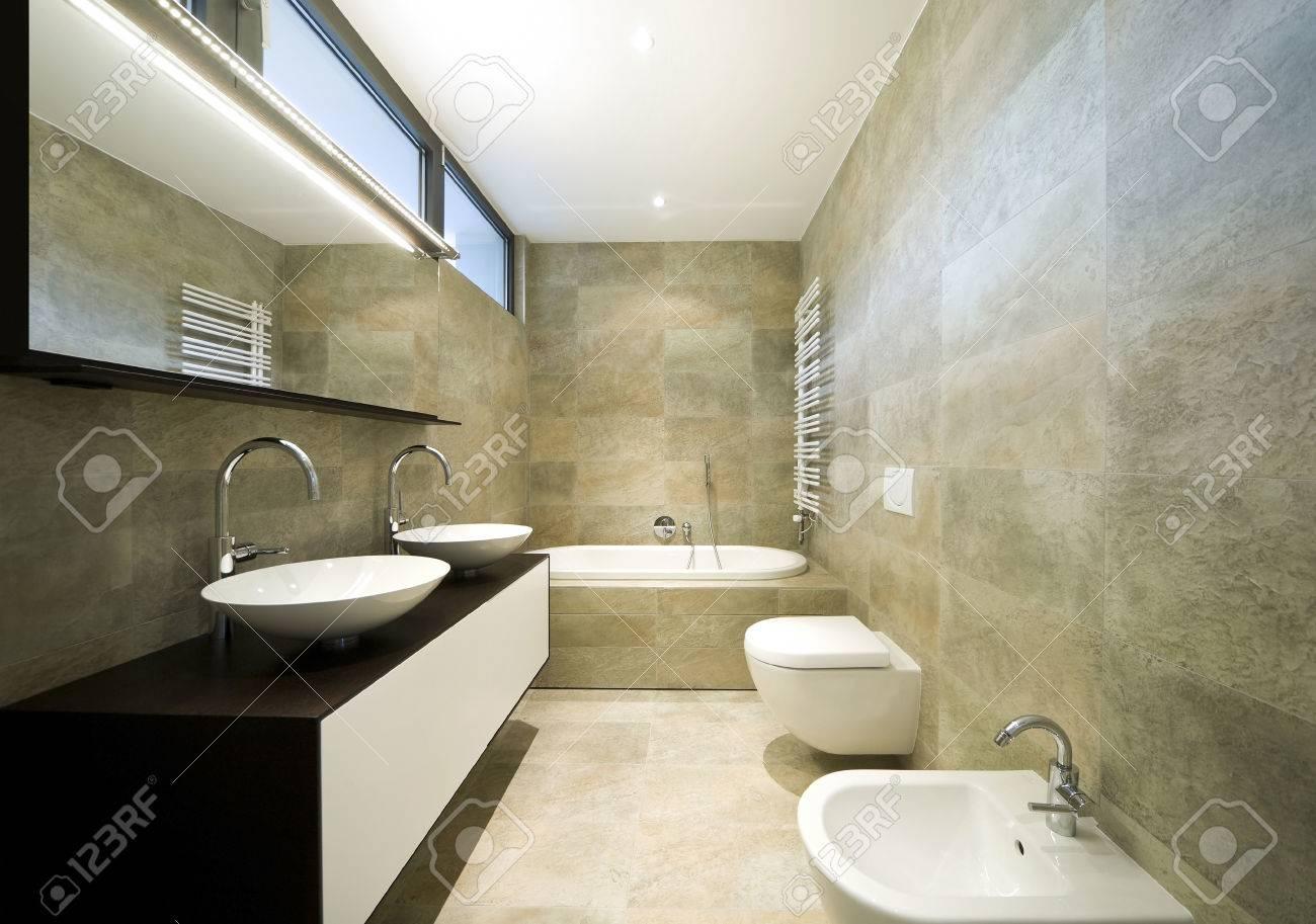 Interieur Maison Modern : Intérieur maison moderne salle de bains banque d images et photos