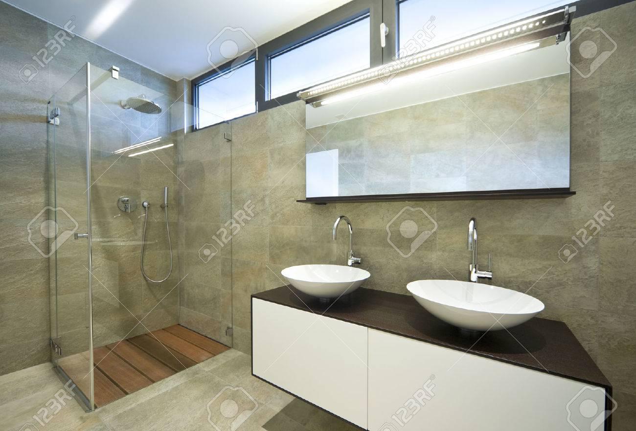 Interior De La Casa Moderna, Cuarto De Baño Fotos, Retratos ...