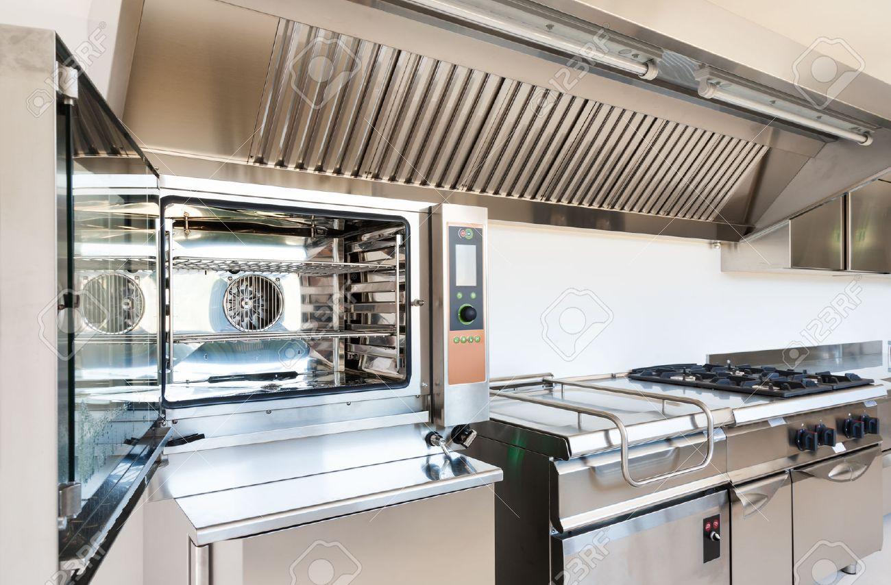 Profi-Küche In Einem Modernen Gebäude Lizenzfreie Fotos, Bilder Und ...