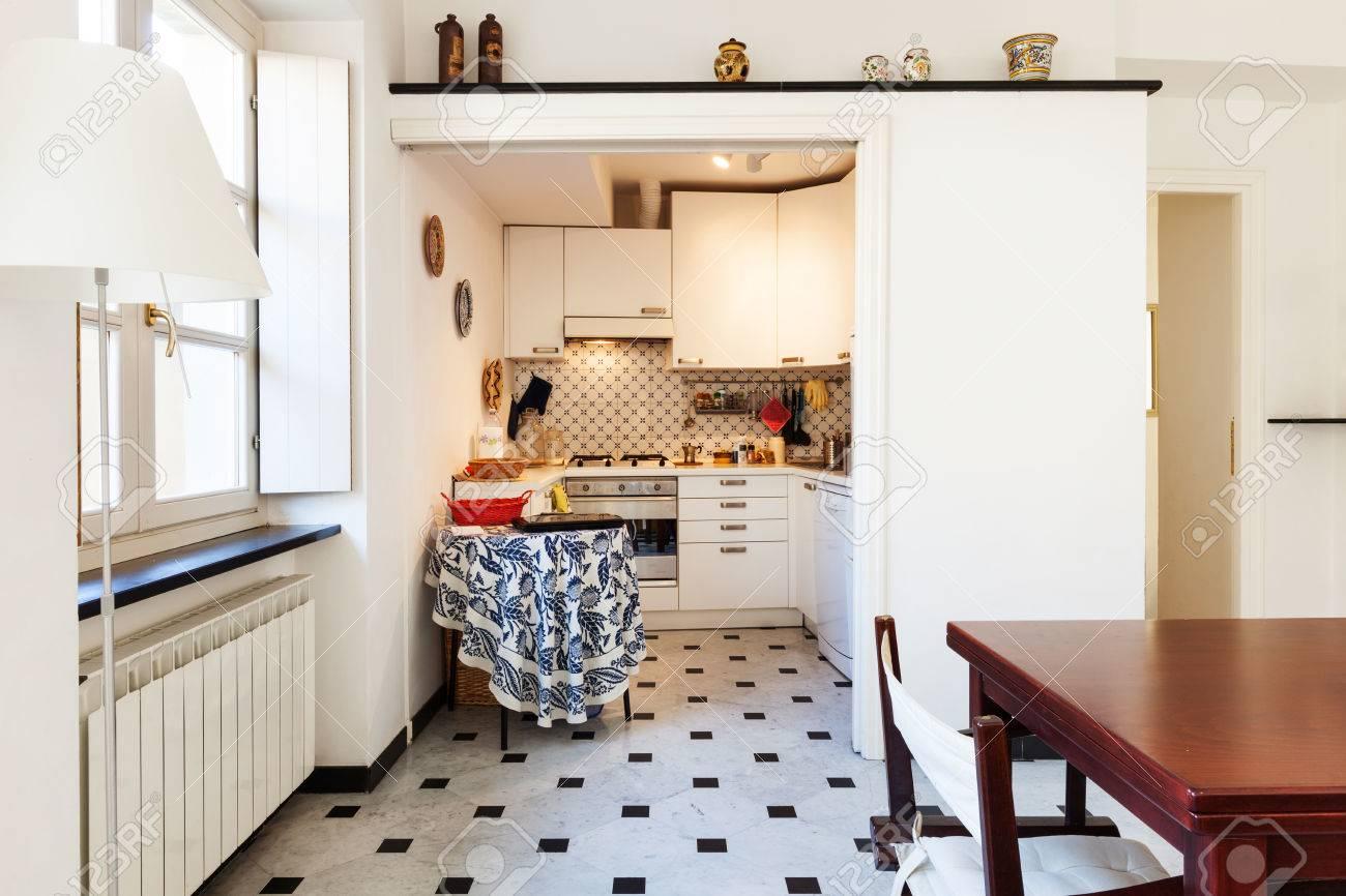Atemberaubend Kleine Wohnung Küche Bilder Ideen - Küchenschrank ...