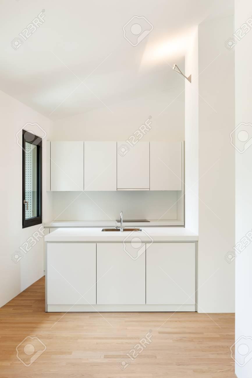 Innen Neues Haus, Moderne Weiße Küche Lizenzfreie Fotos, Bilder Und ...