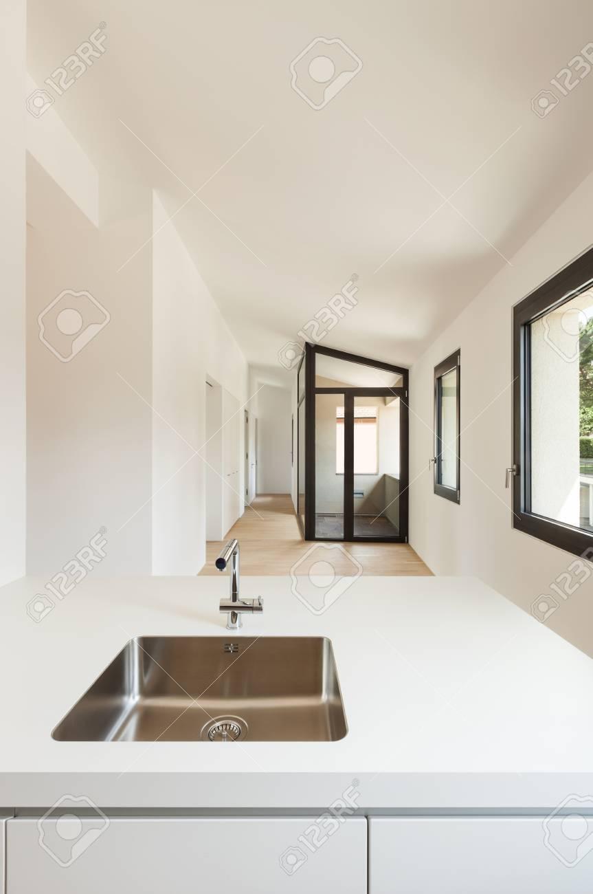 Intérieur Nouvelle Maison, Cuisine Moderne, Blanc, Voir évier En ...