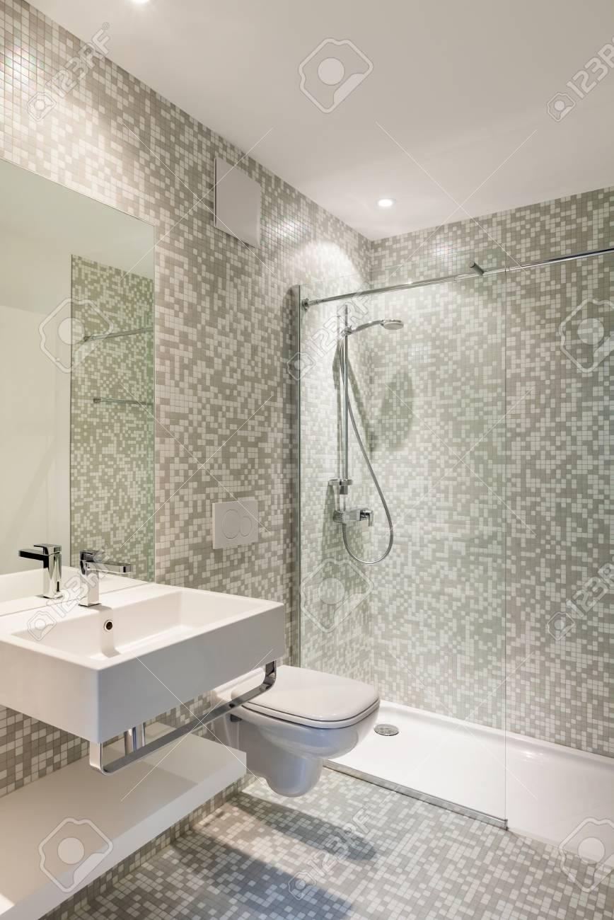 Interior nueva casa, ver moderno cuarto de baño