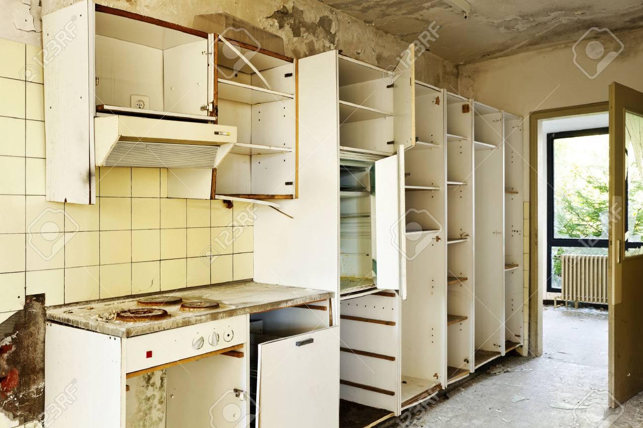 Alte Küche Zerstört, Verlassene Innenhaus Lizenzfreie Fotos, Bilder ...