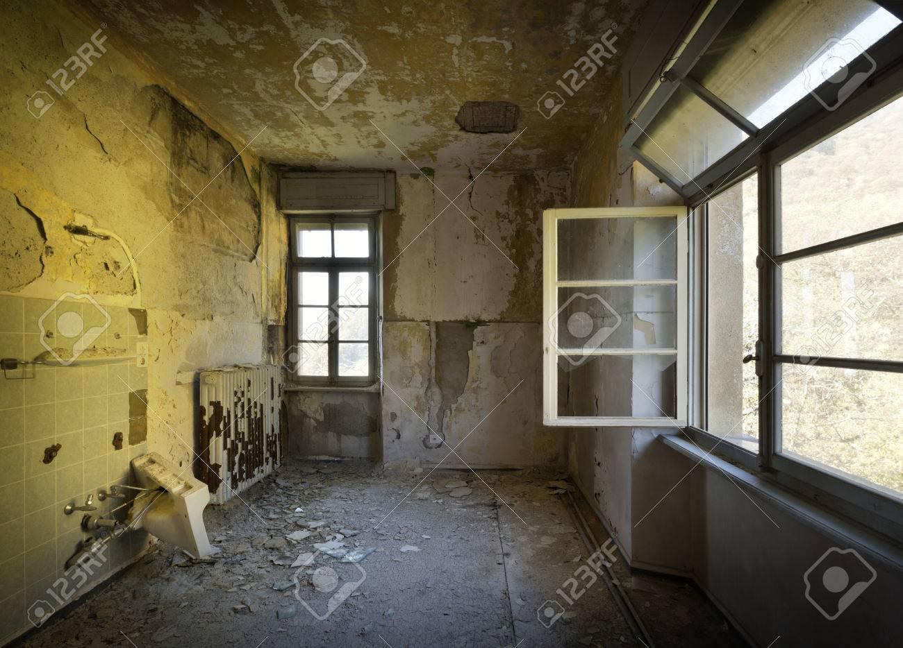 Salle Vide, Intérieur D\'une Maison Ancienne Banque D\'Images Et ...