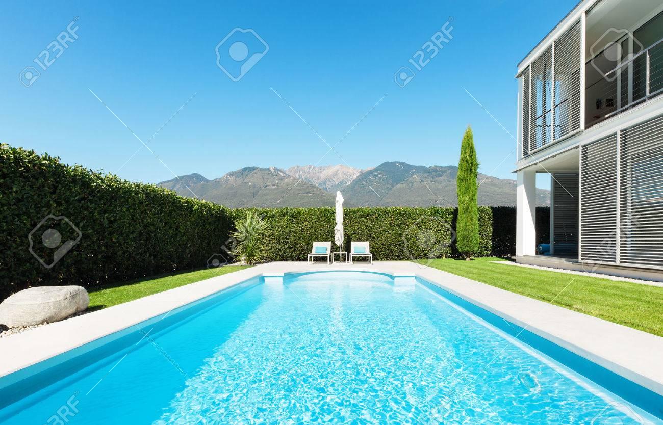 AuBergewohnlich Modern Villa With Pool, View From The Garden Stock Photo   28488842