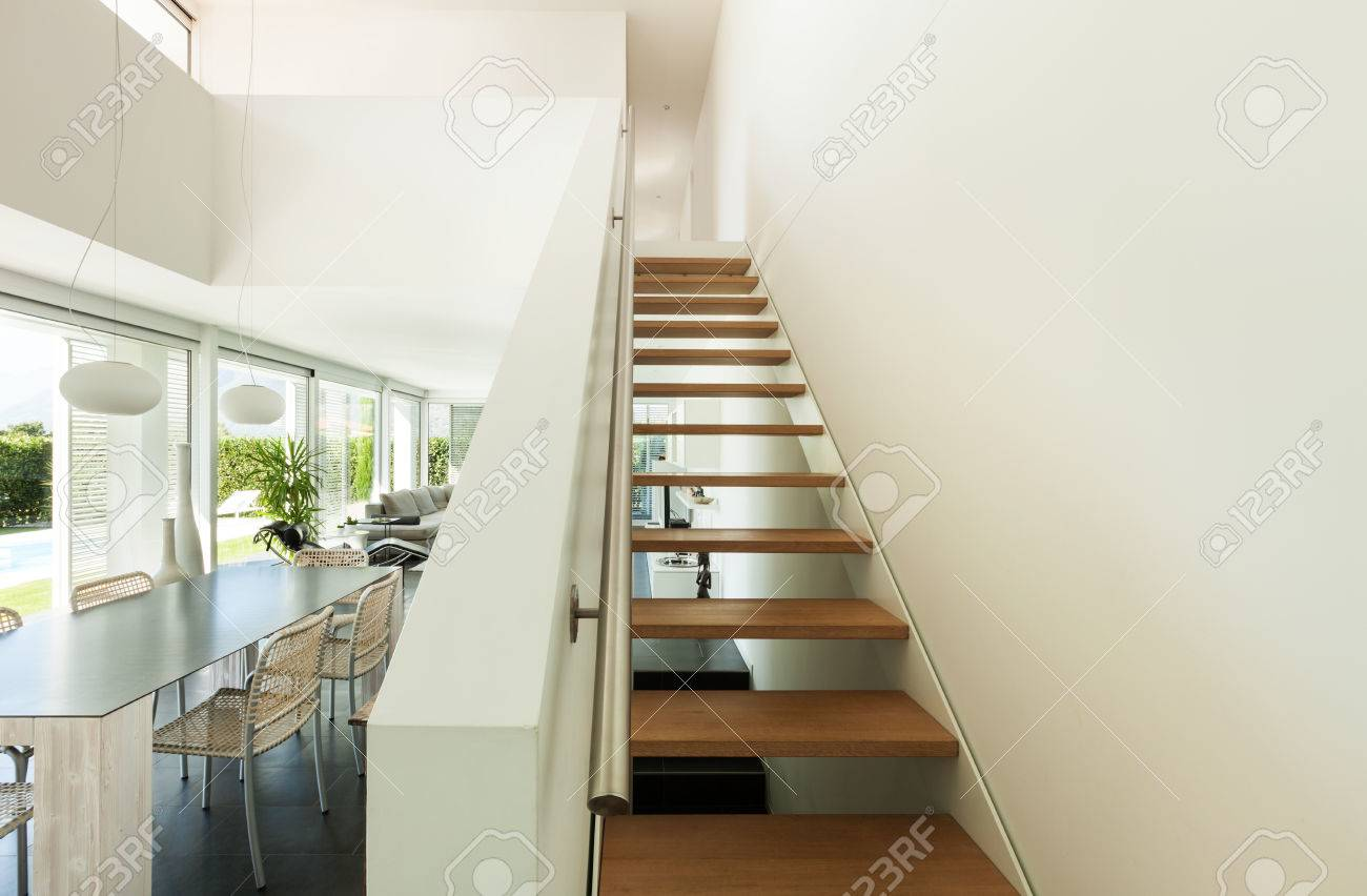 Superb Villa Moderne, Intérieur, Vue De Lu0027escalier Banque Du0027images   28488862