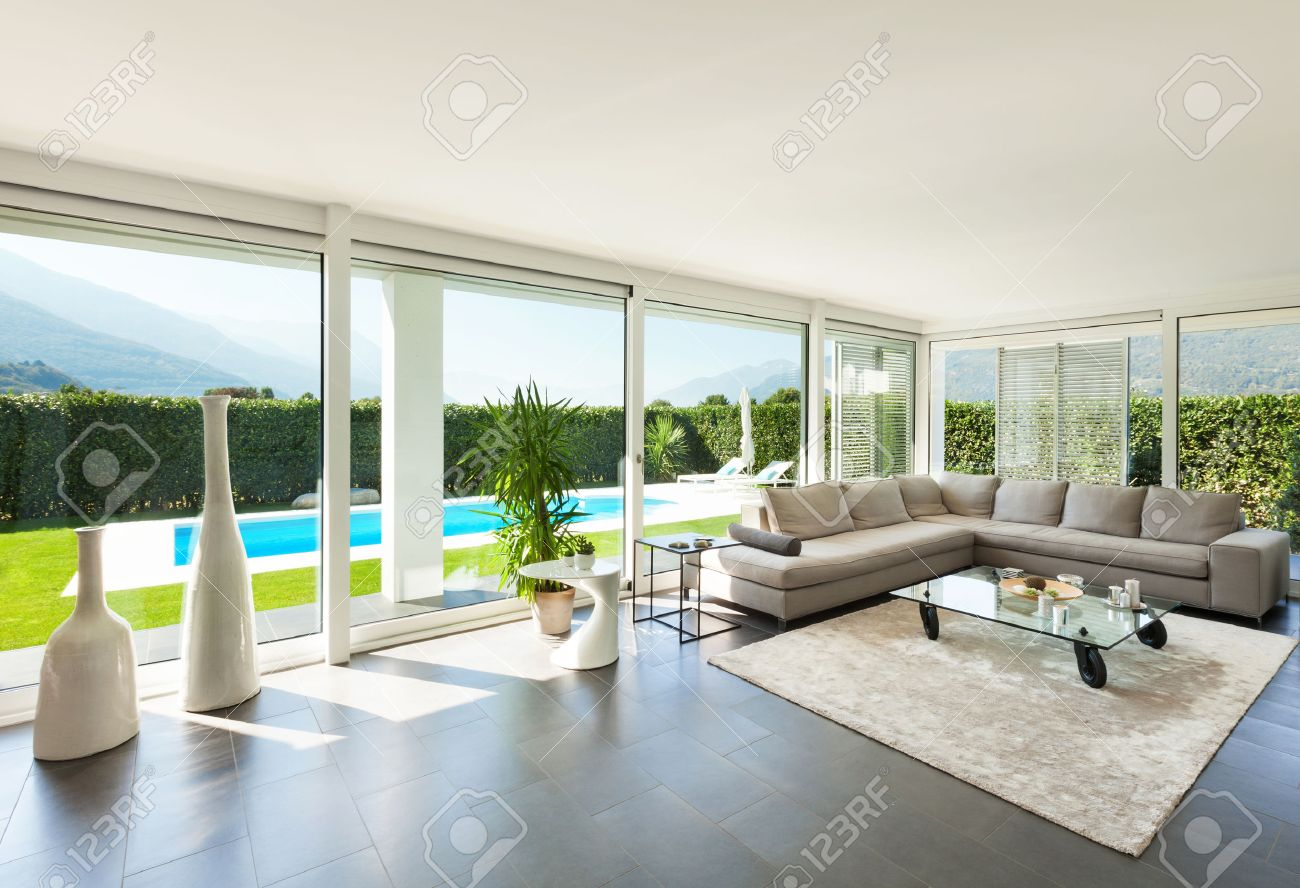 GroB Modern Villa, Interior, Beautiful Living Room Stock Photo   28608715