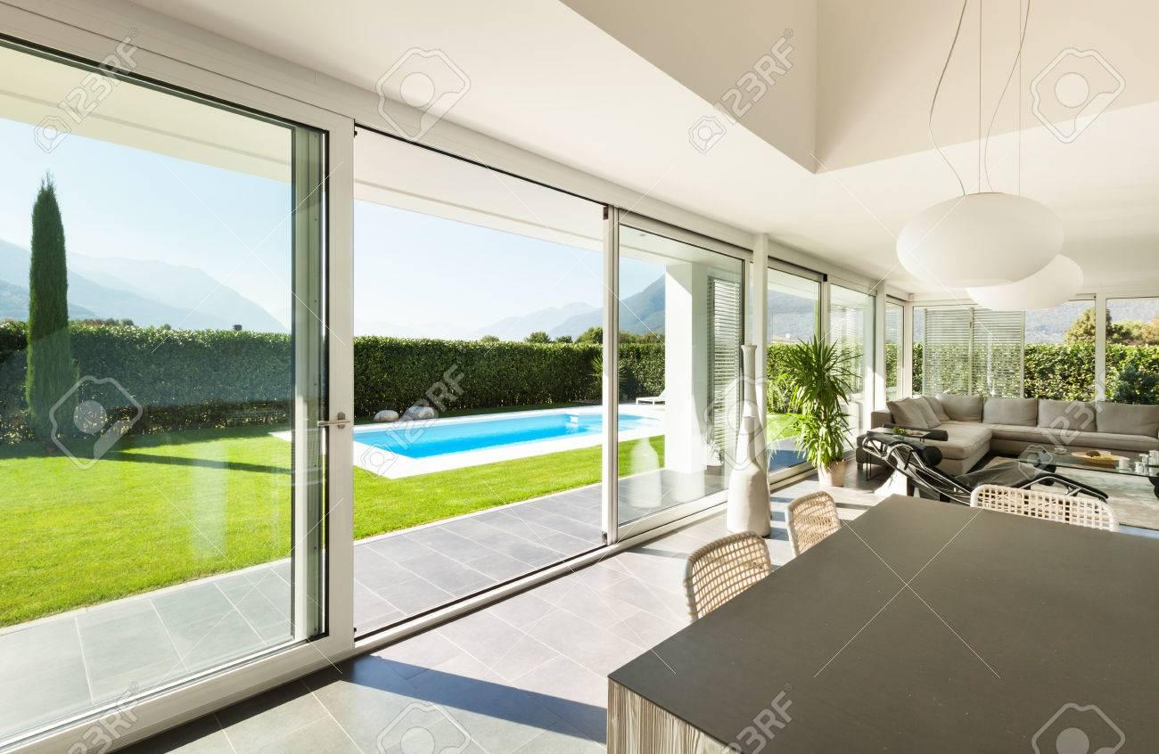 Moderne Villa, Interieur, Esstisch Blick Lizenzfreie Fotos, Bilder ...
