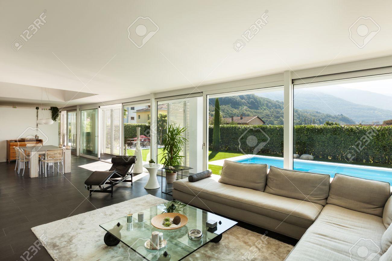 Moderne Villa, Inneneinrichtung, Schönes Wohnzimmer Standard Bild   28608734