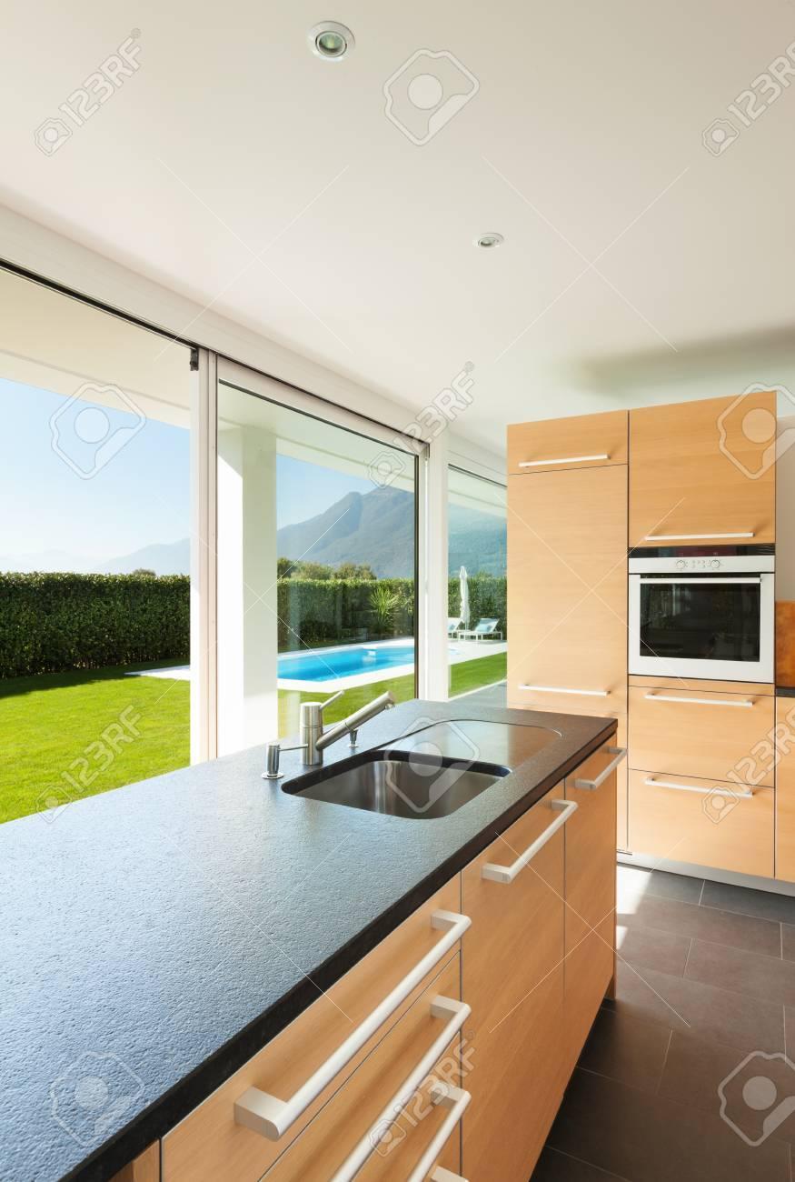 Moderne Villa, Interieur, Schöne Küche Lizenzfreie Fotos, Bilder Und ...