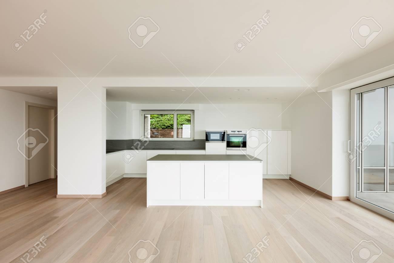 Schöne Neue Wohnung, Interieur, Moderne Küche Lizenzfreie Fotos ...