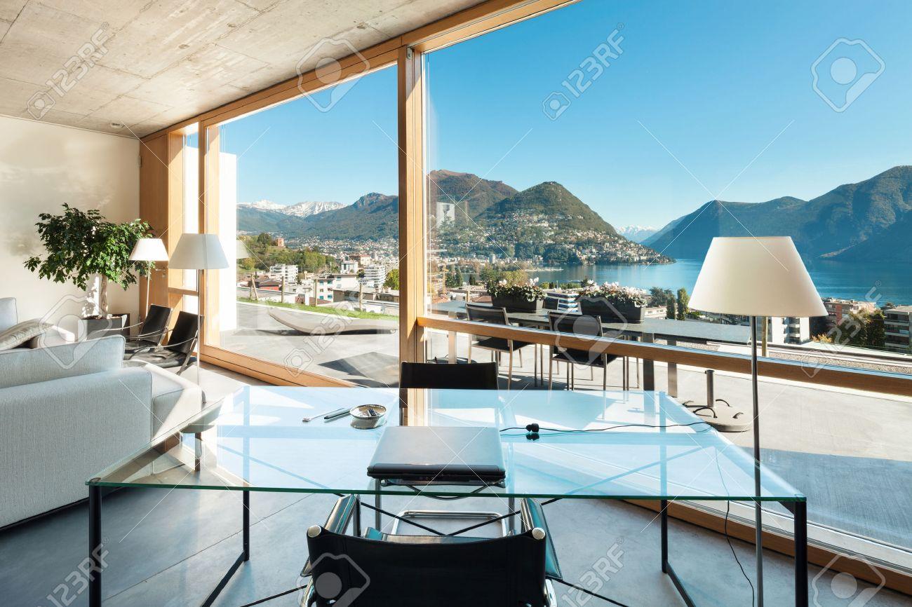 Schöne, Moderne Haus In Zement-, Innenräume, Blick Aus Dem ...