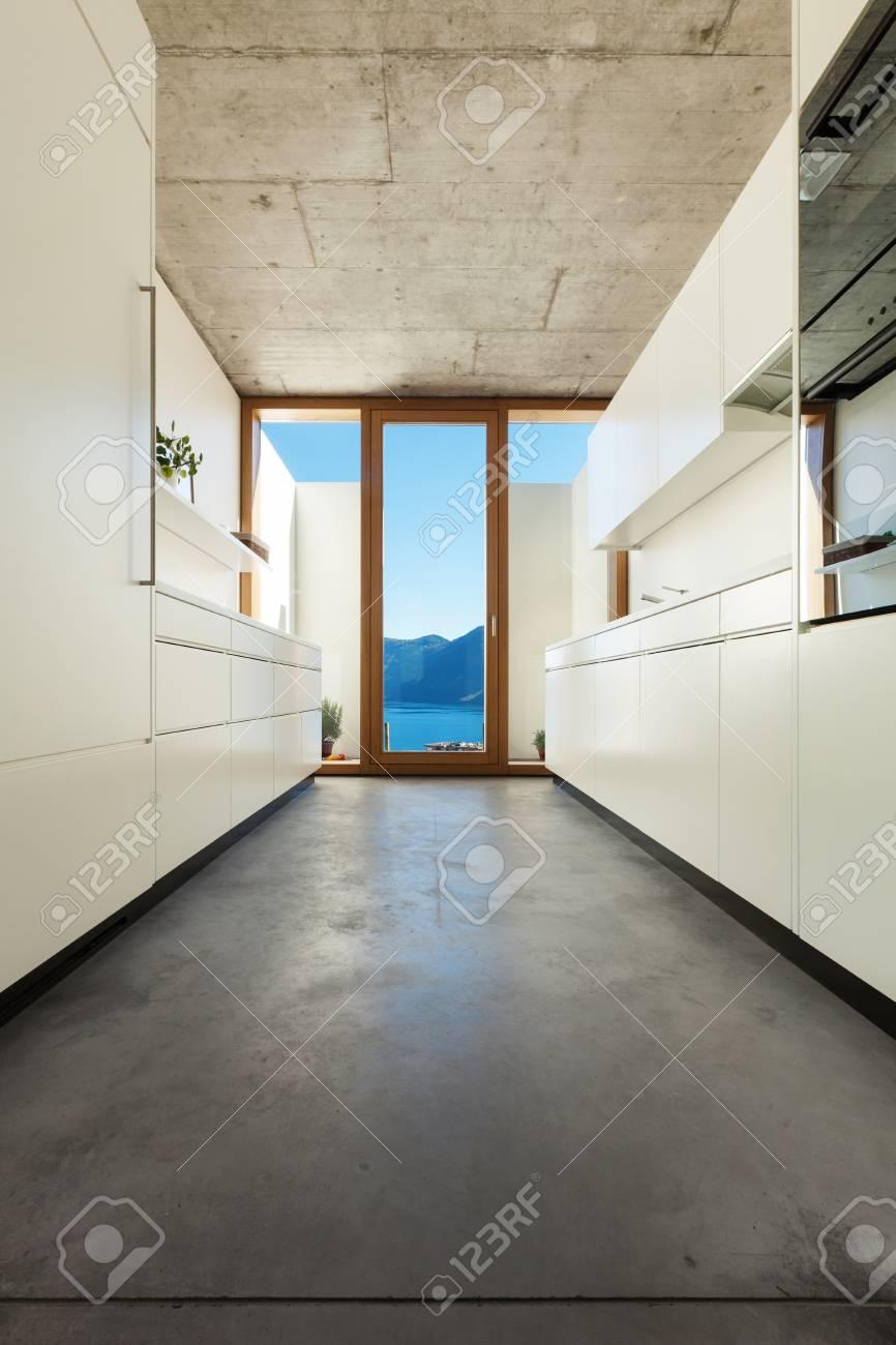 Schönes Modernes Haus Im Kleber, Interieurs, Weißen Küche ...