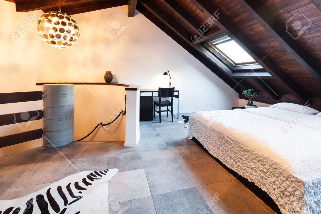 Inredning, vackra loft, lyxiga sovrum royalty fria stockfoton ...