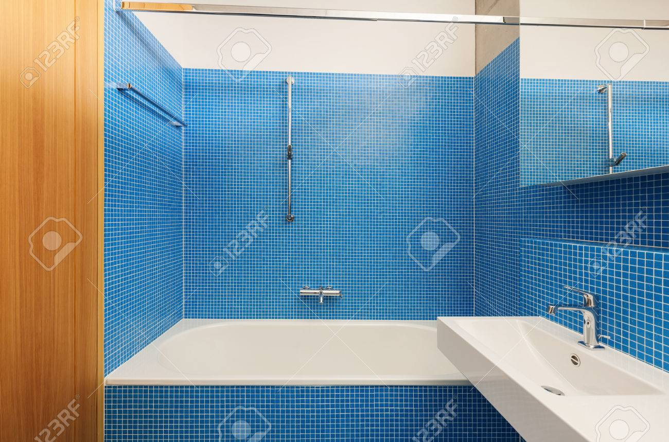 Conception de l\'architecture moderne, intérieur, salle de bain bleu