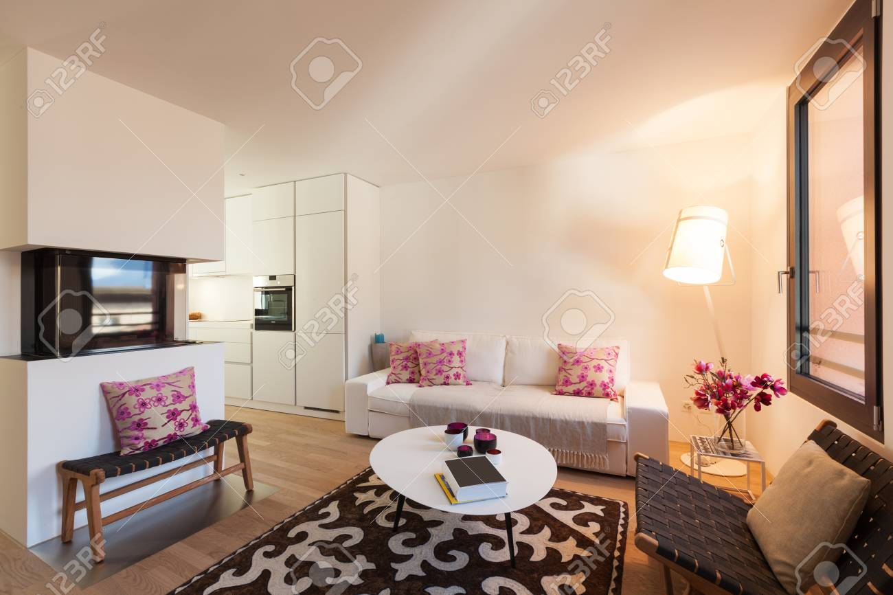Interno Del Moderno Appartamento Arredato, Soggiorno Foto Royalty ...