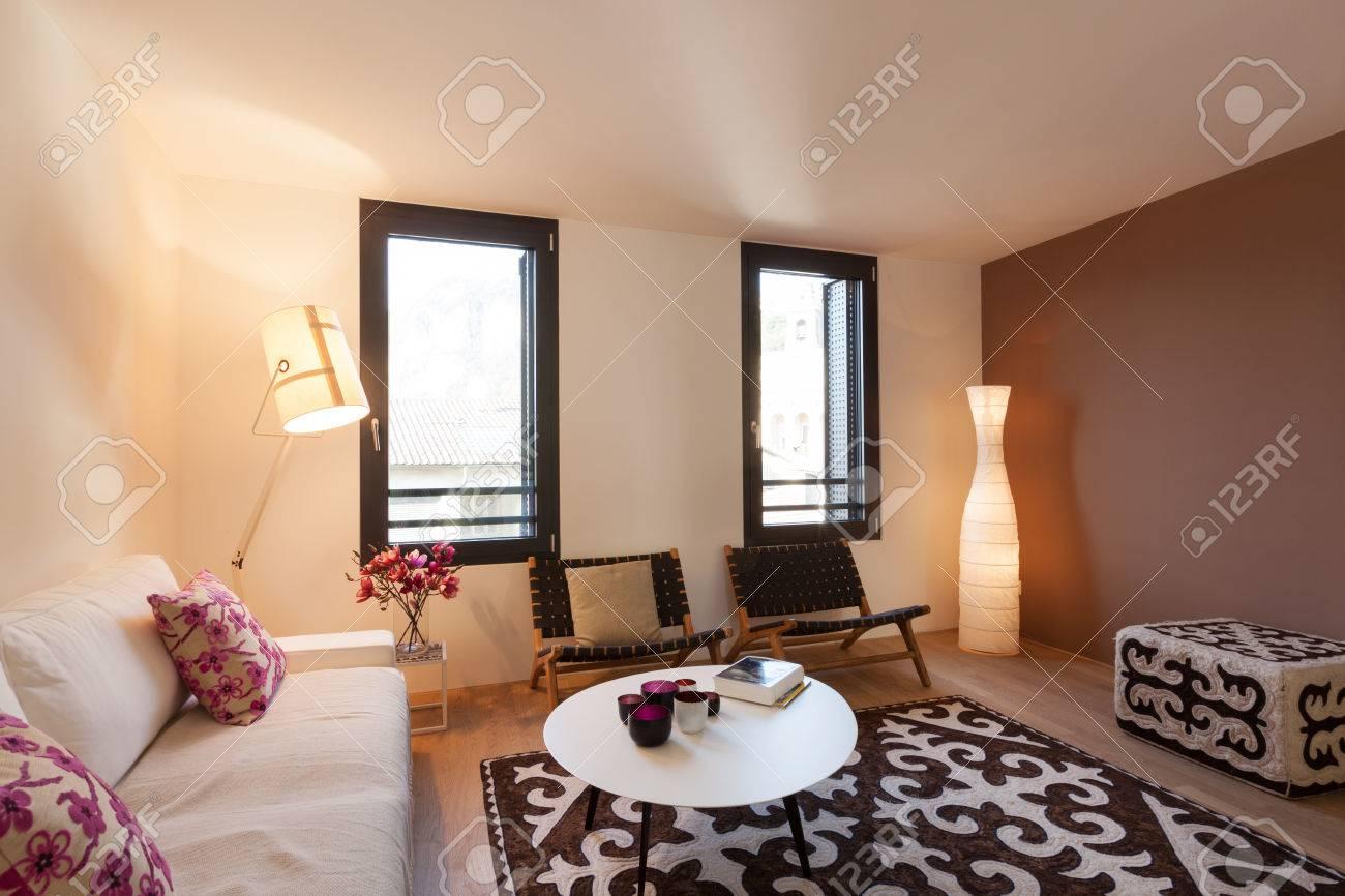 Intérieur De L\'appartement Meublé Moderne, Salon Banque D\'Images Et ...